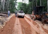 Vice prefeito acompanha manutenção de estradas rurais