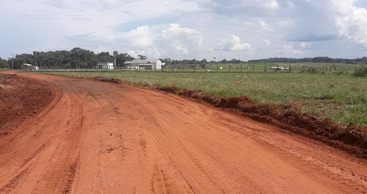 SINFRA realiza cascalhamento da estrada de acesso e limpeza ao entorno do Aeroporto Municipal