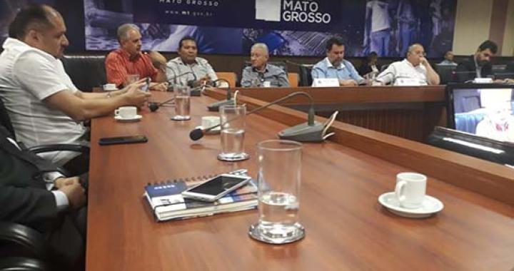 Prefeito Altir Peruzzo participa de reunião sobre  projeto de pavimentação da BR 174 de Castanheira a Colniza