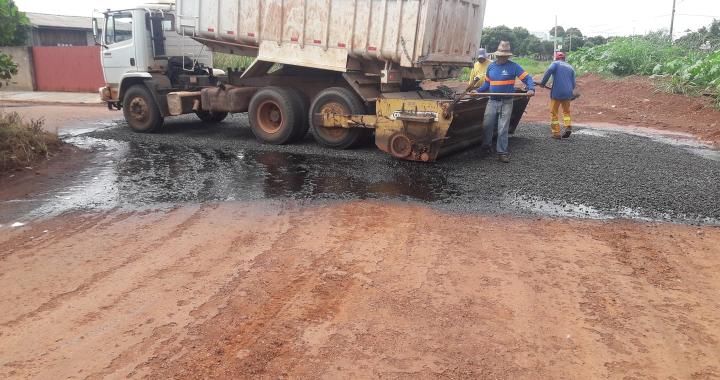 Mesmo com início do período chuvoso obras de pavimentação asfálticas continuam sendo executadas