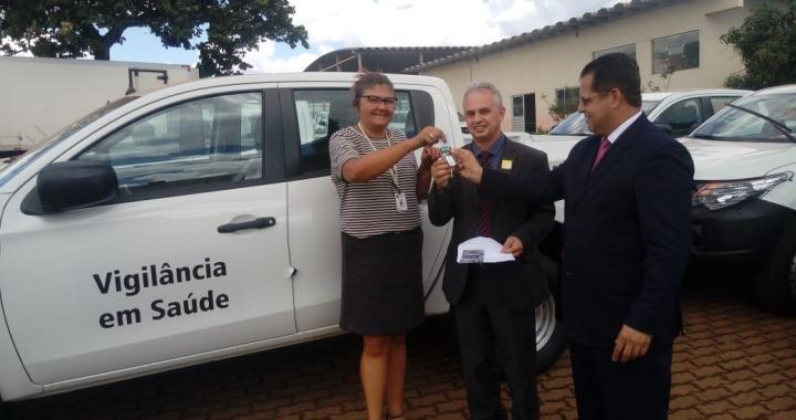 Prefeito Altir Peruzzo recebe veículo novo que será destinado a Vigilância em Saúde