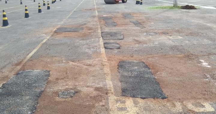 SINFRA DE JUÍNA FAZ MANUTENÇÃO DE ESPAÇO DO CENTRO DE EVENTOS