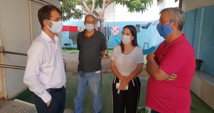 PREFEITO DE JUÍNA E SECRETÁRIA VISITAM CASA DE APOIO DE CUIABÁ, PACIENTES APROVAM